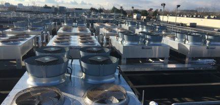 På taget fjernede ENGIE gamle ventilatorer
